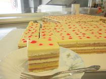 夏ケーキ、オペラ(プティガトー)のイメージ
